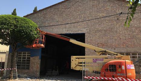 Les obres per obrir el Centre del Món Rural d'Alcarràs.