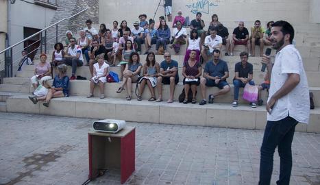 Jordi Duran va ser l'encarregat de presentar als veïns la programació del certamen.