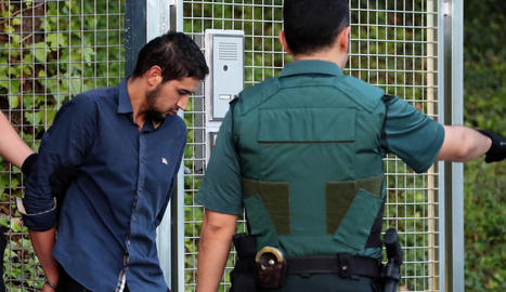 Imatge de l'arribada a l'Audiència Nacional per declarar davant del jutge Fernando Andreu de Mohamed Houli, Driss Oukabir, Salah El Karib i Mohamed Aallaa.