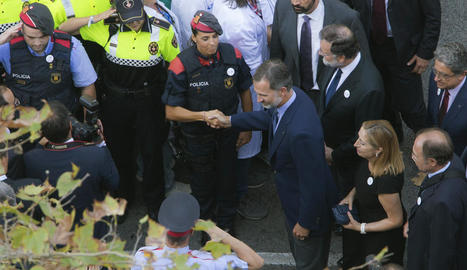 La manifestació de Barcelona per la pau i contra el terrorisme va omplir ahir el passeig de Gràcia i el centre de la ciutat fins a la plaça Catalunya.