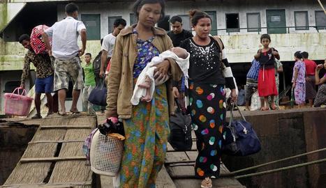 Un centenar de morts a Birmània en atacs de rebels