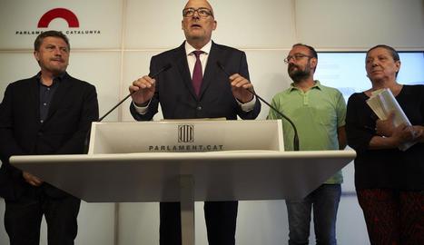 Jordi Orobitg (JxSí), Lluís Corominas (JxSí), Benet Salellas (CUP) i Gabriela Serra (CUP), ahir.