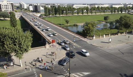 Canvi de fisonomia del pont de la Universitat - La mitjana que separa els carrils serà eliminada per guanyar espai i incorporar-hi un carril bici. Estarà a la dreta del viaducte, per on passen els cotxes que van cap a Cappont. Els carrils de circ ...