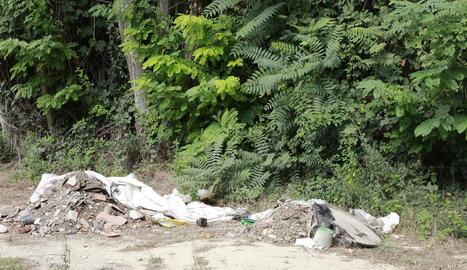 En aquesta zona han aparegut abocaments de runa i també d'altres rebutjos.