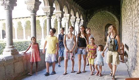 Imatge d'arxiu de turistes a la Seu d'Urgell.