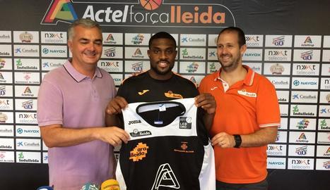Jarred Ogungbemi-Jackson, durant la presentació oficial com a nou jugador de l'Actel Lleida.