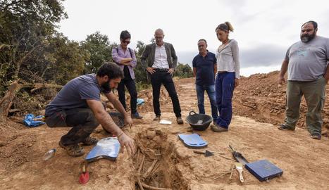 El conseller Romeva ha visitat la fossa de la Guerra Civil a Vilanova de Meià