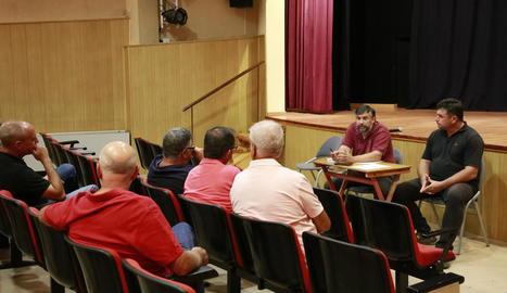 Imatge de l'assemblea d'UP celebrada ahir a la nit a Alcarràs.