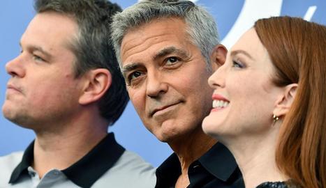 George Clooney, ahir, entre Matt Damon i Julianne Moore.
