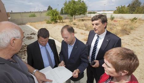 Millores - El departament preveu una inversió d'1,89 milions en 85 actuacions de millora i manteniment de centres i finalitzar l'ampliació del col·legi Mestre Ramon Estadella de Guissona. Precisament, ahir el director general de Centres Púb ...