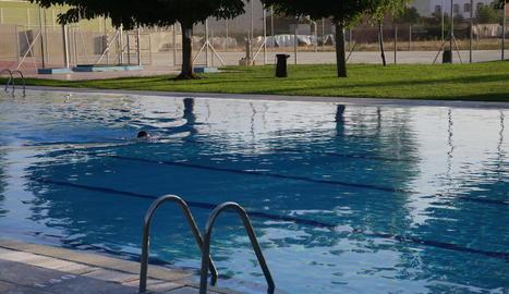 Imatge d'ahir de les piscines municipals de Torrefarrera, on haurien robat els detinguts.
