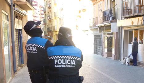 Agents de la Guàrdia Urbana de Lleida en una imatge d'arxiu.