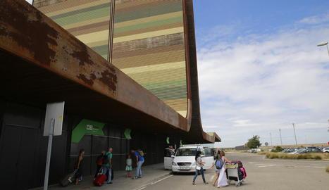 Passatgers dels últims vols d'aquest estiu a Alguaire.