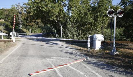 La barrera va aparèixer tirada al terra a mitja tarda i la Guàrdia Urbana va tallar el camí.
