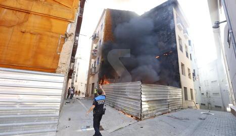L'incendi d'aquest dimecres al carrer Alsamora de Lleida.