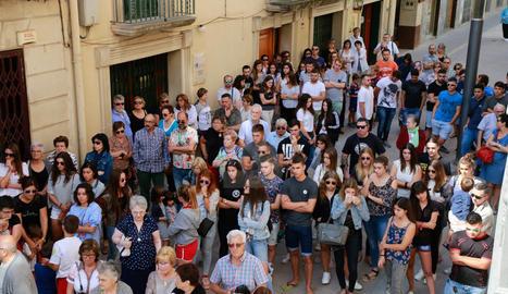Més de 300 persones a les Borges en suport als familiars i amics del jove mort en accident a l'N-240