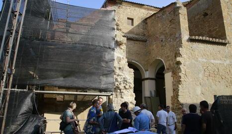 La visita a l'inici de les obres a l'església de Rosselló.