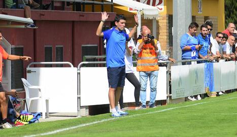 Albert Esteve, a l'esquerra, durant el sorteig ahir de la Copa del Rei a Las Rozas.