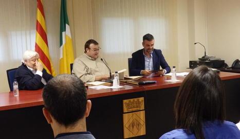 El conseller Vila, a la dreta, a la conferència d'ahir.