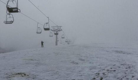 La neu va arribar ahir a cotes altes del Pirineu i va nevar al port de la Bonaigua, al Pallars Sobirà.