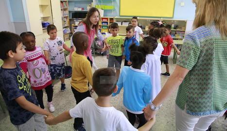 Primer dia de classe a l'escola Torre de Queralt de Lleida.