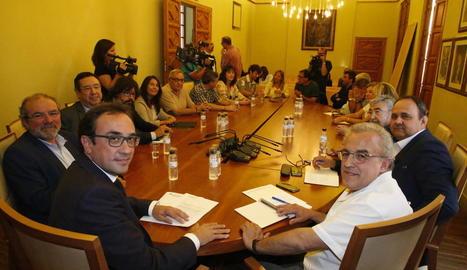 Reunió del conseller Rull amb alcaldes i representants polítics de Lleida, ahir, a les Borges.