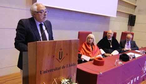 De Lucas, durante su conferencia en el acto celebrado en la sala Víctor Siurana.