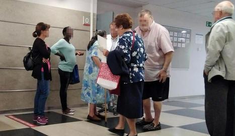 Usuaris de consultes externes de l'Arnau preguntant ahir per l'avaria de les pantalles.