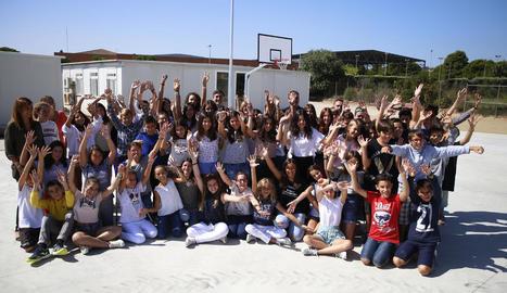 Foto de grup del primer dia de funcionament del nou institut d'Alpicat.