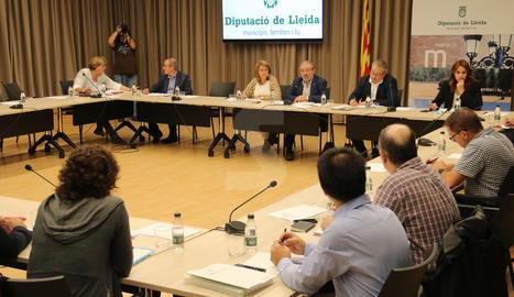 La reunió a la Diputació de Lleida per informar dels fons Feder.