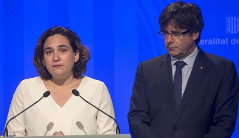 El president de la Generalitat, Carles Puigdemont, i l'alcaldessa de Barcelona, Ada Colau.