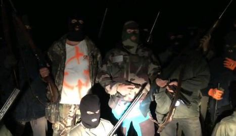 Alguns dels homes que apareixen en el vídeo d'amenaça.