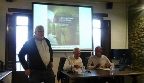La presentació del llibre, ahir, a Salàs de Pallars.