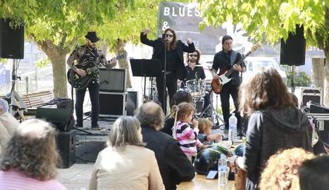 El conjunt The Chain Smokers Band, ahir al Vermut & Blues del Festival de Blues d'Albatàrrec.