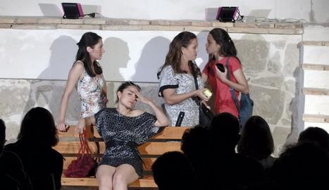 El grup Cametes Teatre, divendres a la nit, a Fondarella.