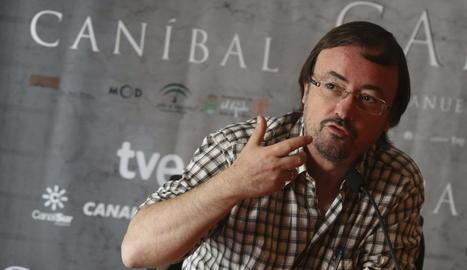 La pel·lícula està dirigida per Manuel Martín Cuenca.