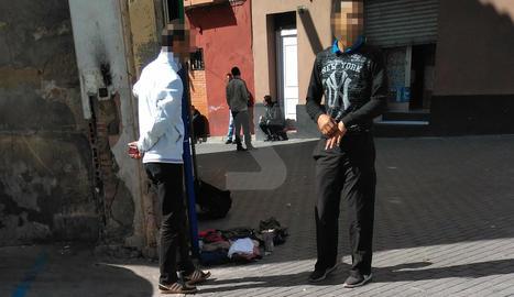 Veïns del Centre Històric denuncien la presència de 'manters' a la plaça del Dipòsit