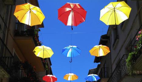 La foto guanyadora, d'Eloi Balletbò, mostra un carrer d'Oliana.