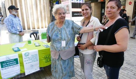 Imatge d'arxiu d'una taula de l'Afall en el Dia mundial de l'Alzheimer.