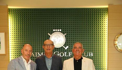 Solanes, Gabàs i Pi, ahir al costat del trofeu en el qual cada any s'inscriu el nom del guanyador.