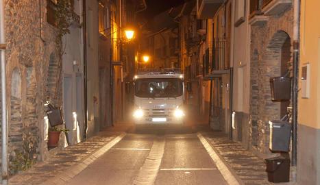 Un camió de recollida d'escombraries porta a porta del Sobirà.