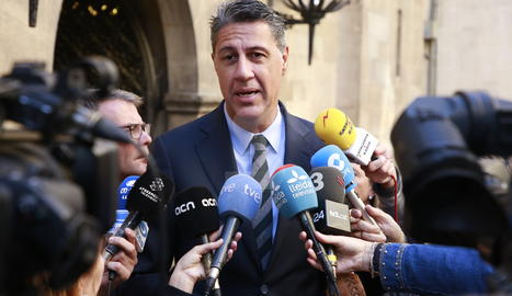 El líder del PPC, Xavier García Albiol, aquest dimarts atenent els mitjans davant de la Paeria.