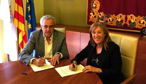 Mir i Palau signen l'escrit enviat a la Fiscalia.