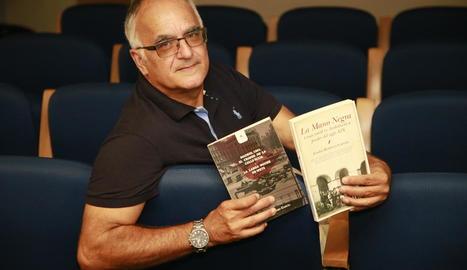 El lleidatà Eladi Romero, amb els seus dos últims títols publicats.