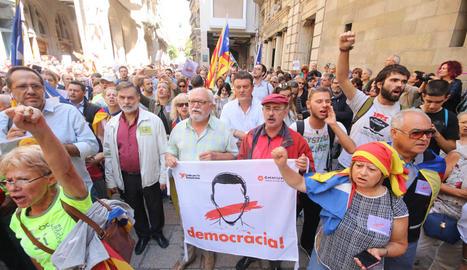 Imatges de la manifestació a la plaça de la Paeria