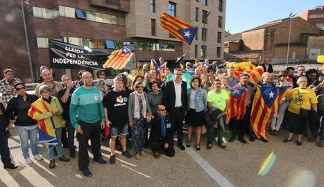 L'alcalde de Bellvís, Joan Talarn, entra als jutjats de Lleida.