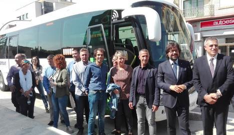 Font, a la imatge, segon per la dreta, al costat de l'alcalde Miquel Serra, a l'esquerra a la foto.