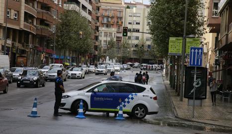 L'avinguda Catalunya, tallada per la canonada trencada.
