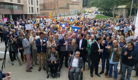 Aquest divendres els alcaldes citats al Canyeret també han rebut el suport de desenes de persones.
