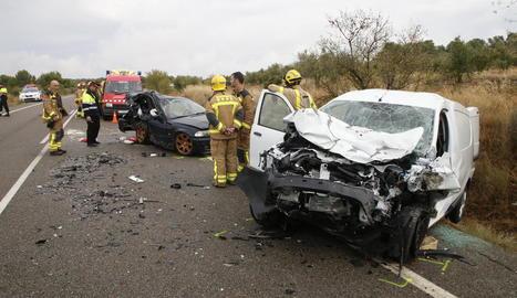 Efectius d'emergències, ahir a la col·lisió entre un vehicle i una furgoneta a Llardecans.